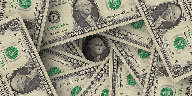 dolarové peníze