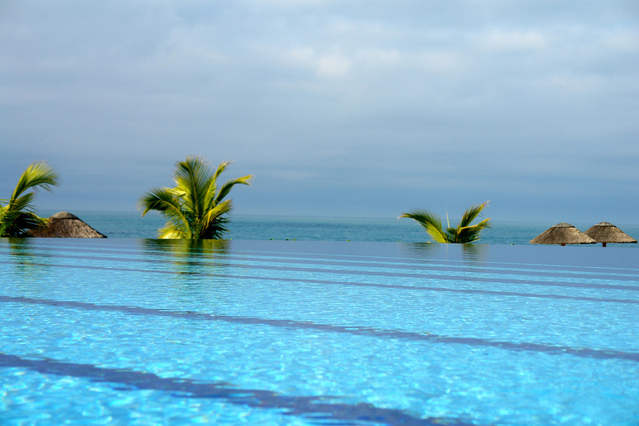 venkovní bazén v tropické oblasti